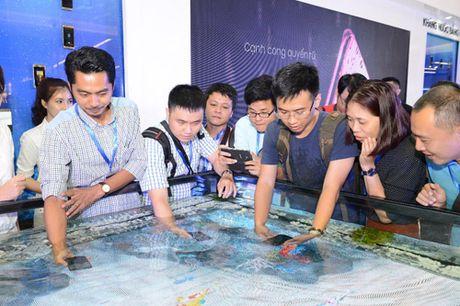 Choang ngop san dien cong nghe dang cap Galaxy Studio tai Viet Nam - Anh 2