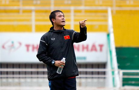 "HLV Huu Thang phan phao ong Hai ""lo"" ve cau thu HAGL - Anh 2"