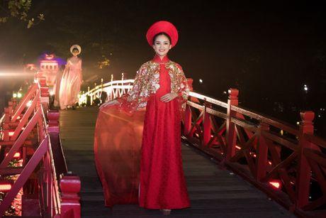 Nang tho To Nhu tiep tuc lam vedette trong man trinh dien ao dai Lan Huong - Anh 10