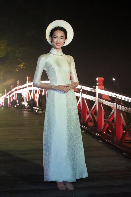Nang tho To Nhu tiep tuc lam vedette trong man trinh dien ao dai Lan Huong - Anh 11