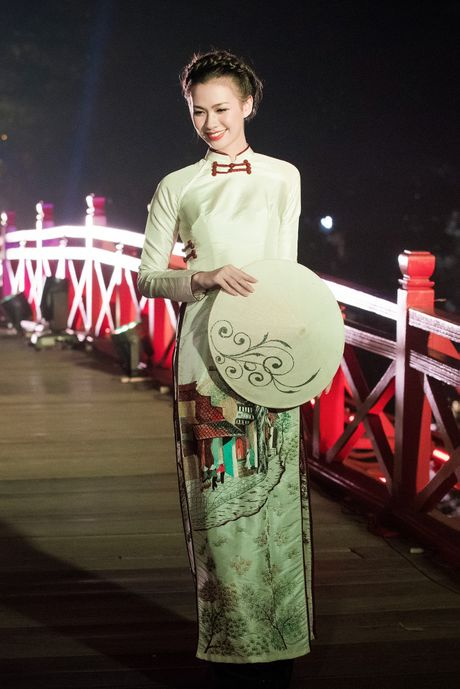 Nang tho To Nhu tiep tuc lam vedette trong man trinh dien ao dai Lan Huong - Anh 13