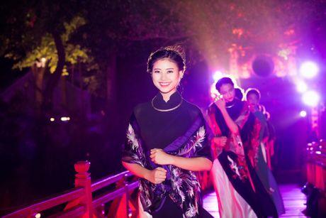 Nang tho To Nhu tiep tuc lam vedette trong man trinh dien ao dai Lan Huong - Anh 14