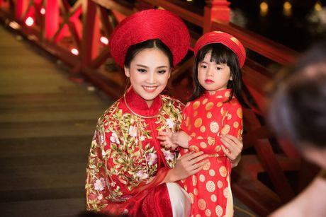 Nang tho To Nhu tiep tuc lam vedette trong man trinh dien ao dai Lan Huong - Anh 3