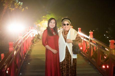 Nang tho To Nhu tiep tuc lam vedette trong man trinh dien ao dai Lan Huong - Anh 4