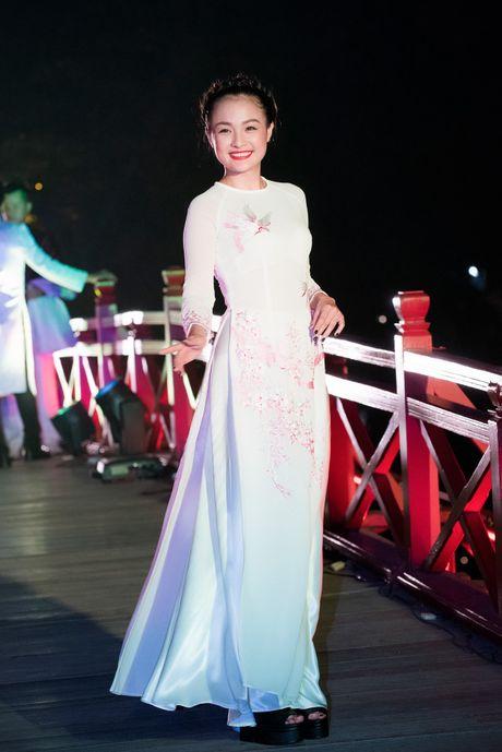 Nang tho To Nhu tiep tuc lam vedette trong man trinh dien ao dai Lan Huong - Anh 6