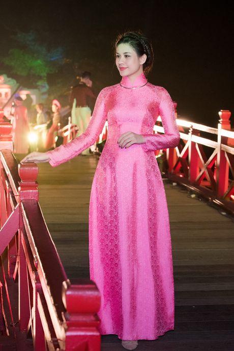 Nang tho To Nhu tiep tuc lam vedette trong man trinh dien ao dai Lan Huong - Anh 7