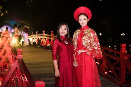 Nang tho To Nhu tiep tuc lam vedette trong man trinh dien ao dai Lan Huong - Anh 8