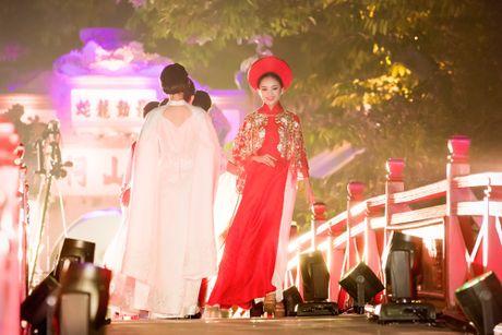 Nang tho To Nhu tiep tuc lam vedette trong man trinh dien ao dai Lan Huong - Anh 9