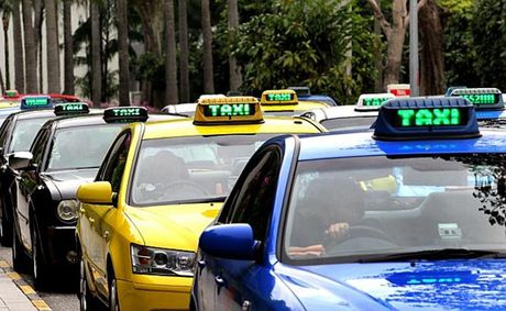 Thu truong Bo Tai chinh trai long viec di lam bang taxi - Anh 1