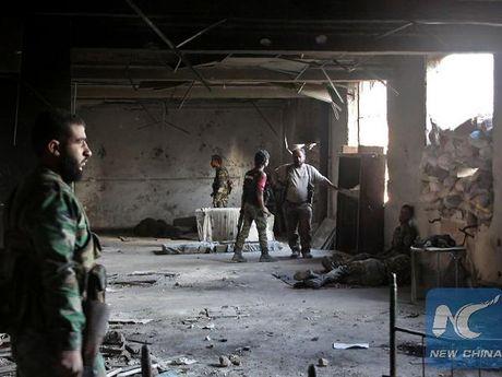 Quan doi Syria tieu diet hang chuc tay sung IS trong mot hang dong o Aleppo - Anh 1