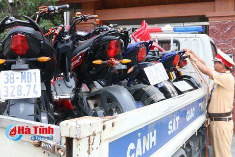 Xu phat 71 hoc sinh vi pham dieu khien xe may dien - Anh 2
