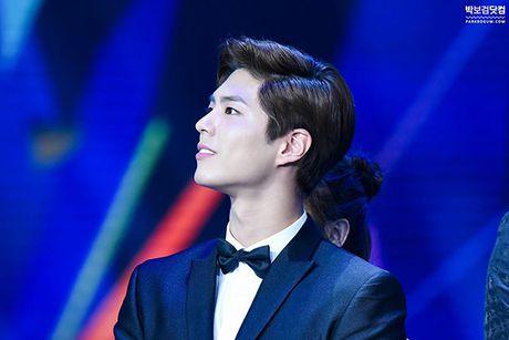 Park Bo Gum - Tu cau be khon kho den anh chang 'nguoi gap nguoi yeu, hoa gap hoa no' - Anh 11