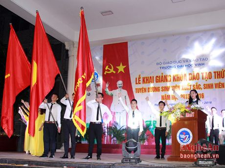 Hon 3.000 tan sinh vien Truong Dai hoc Vinh khai giang nam hoc moi - Anh 4