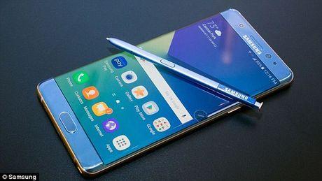 Samsung 'giup' doi thu cuoi khong ngam duoc mieng - Anh 1