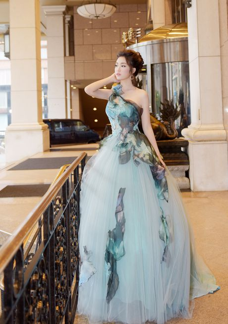 Hoa hau Do My Linh dien dam cong chua du su kien o Dai Loan - Anh 1