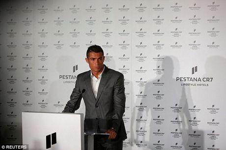 Khach san cua Ronaldo co chi phi dat do - Anh 1