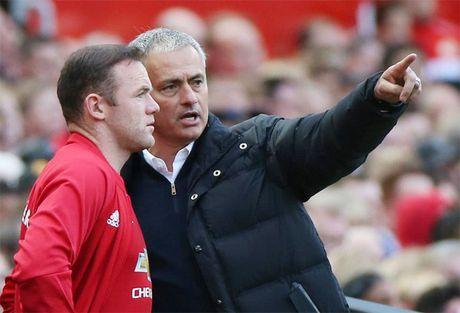 Rooney mat phong do, Giggs buc xuc do loi Mourinho - Anh 1