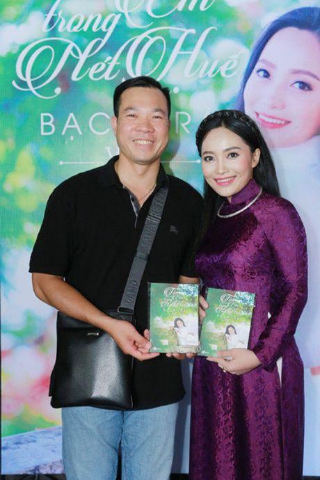Xa thu Hoang Xuan Vinh bat ngo xuat hien cung ca si Bach Tra - Anh 1
