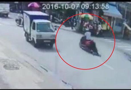 Ten cuop keo le co gai tren duong giua TP HCM khai gi? - Anh 1