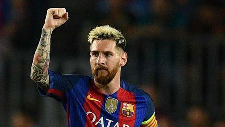 Buffon rang ro trong ngay vuot Messi, Ronaldo nhan 'Ban chan vang' - Anh 12