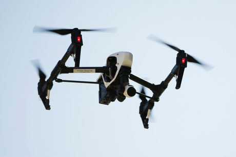 Phien quan Hoi giao 'dang su dung UAV lam vu khi tan cong' - Anh 1