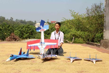 Hoc sinh lop 11 che tao mo hinh may bay chien dau Su-37 - Anh 4