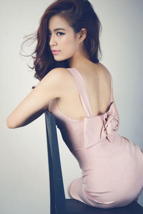 Hoang Thuy Linh 'lot xac' sexy sau 10 nam dong 'Nhat ki Vang Anh' - Anh 7