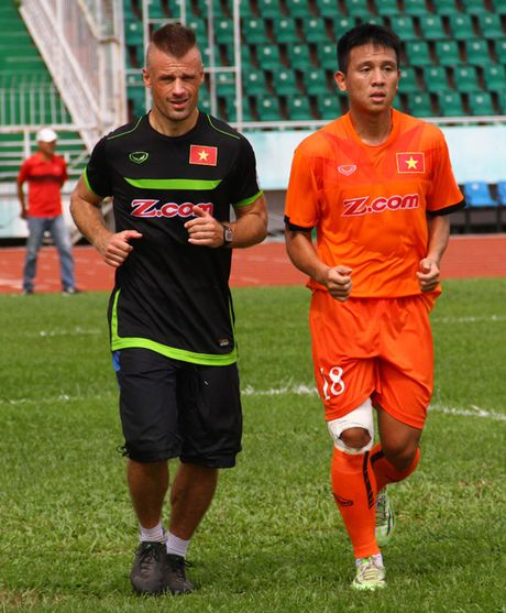 Chan dung 'nguoi thoi suc' cho DT Viet Nam truoc AFF Cup - Anh 2