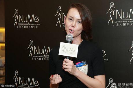 Hoa hau dep nhat ATV 'xau dien' vi tham my mui hong - Anh 7