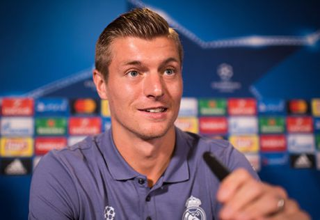 Real Madrid dua Kroos thanh cau thu Duc nhan luong cao nhat the gioi - Anh 2