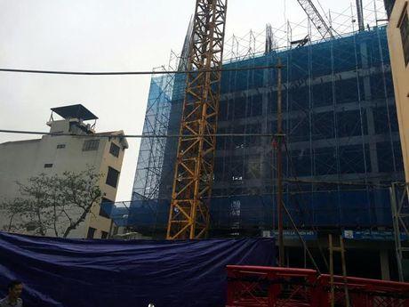 Ha Noi: Sap gian giao xay chung cu Eco Green Tower, 2 cong nhan chet tham - Anh 1