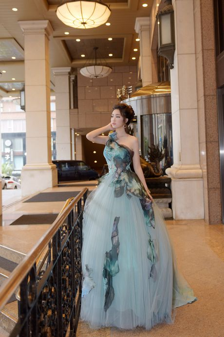 Hoa hau My Linh toa sang voi ve dep long lay o Dai Loan - Anh 2
