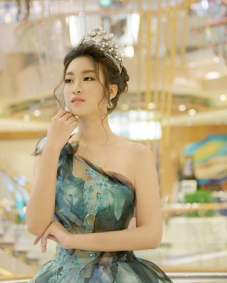 Hoa hau My Linh toa sang voi ve dep long lay o Dai Loan - Anh 7