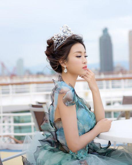 Hoa hau My Linh toa sang voi ve dep long lay o Dai Loan - Anh 8