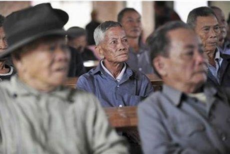 Hon 1.300 nguoi gia Trung Quoc di lac moi ngay - Anh 1