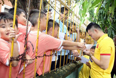 Tuyen Viet Nam giao luu voi lang tre em SOS Go Vap - Anh 1