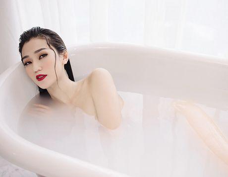 Khanh My nude trong bon tam khoe da trang non - Anh 1