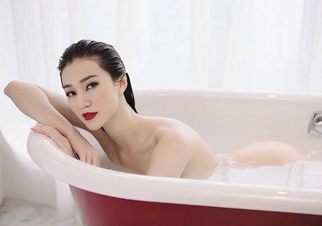 Khanh My nude trong bon tam khoe da trang non - Anh 2