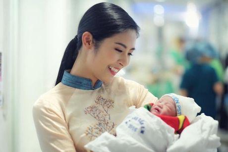 Chan dai Hong Que da sinh con gai dau long nang 2,9kg - Anh 1