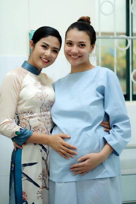 Chan dai Hong Que da sinh con gai dau long nang 2,9kg - Anh 3