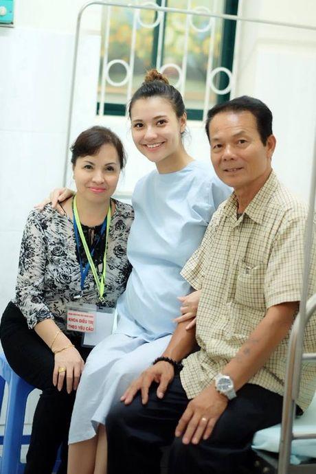 Chan dai Hong Que da sinh con gai dau long nang 2,9kg - Anh 5