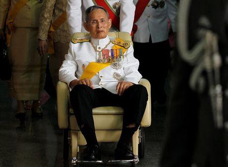 Cac co quan chinh phu Thai Lan se de tang Quoc vuong 1 nam - Anh 1