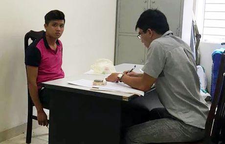 Nam thanh nien 9X dam CSGT Ha Noi gay 2 rang cua - Anh 1