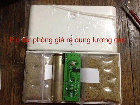 Mua pin sac du phong 'rom' chang khac nao ruoc bom ve nha - Anh 2