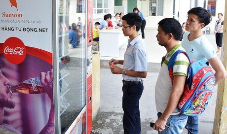 Can canh may ban hang tu dong tra tien thua dau tien o TP. HCM - Anh 1