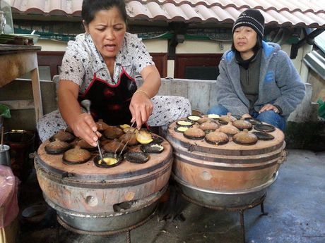 Len Da Lat thuong thuc banh can nong hoi - Anh 1