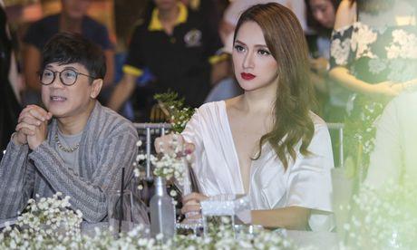 Huong Giang Idol quyen ru khi ngoi 'ghe nong' - Anh 5