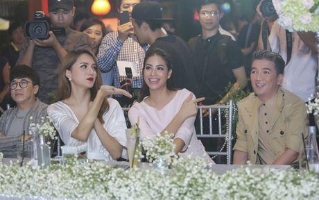 Huong Giang Idol quyen ru khi ngoi 'ghe nong' - Anh 6
