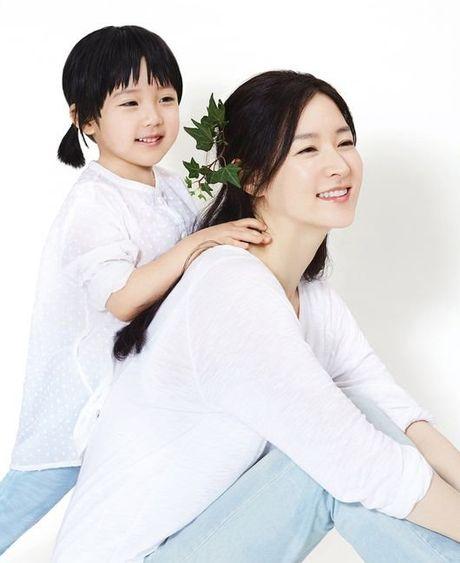 'Nang Dae Jang Geum' dep long lanh ben ban trai Luu Diec Phi - Anh 1