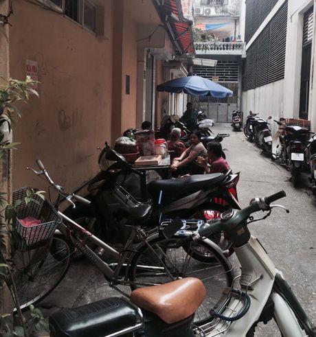 Tai phuong Hang Buom, quan Hoan Kiem: Huy giay phep mo cua ra ngo da thau tinh, dat ly? - Anh 1